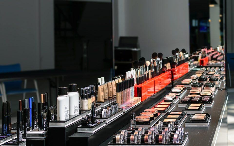 Asortyment kosmetyków w drogerii internetowej