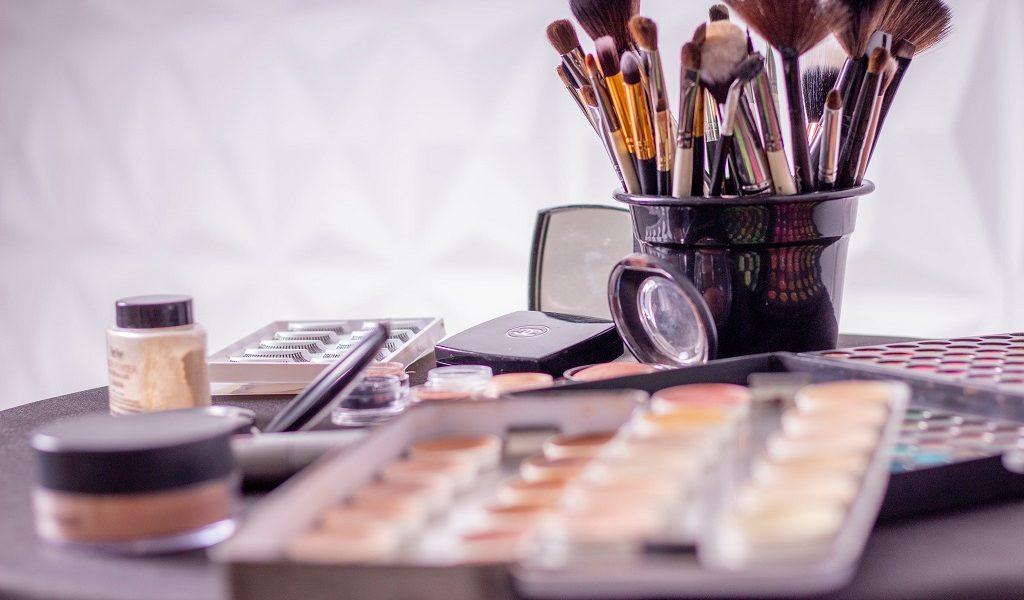 Na co zwrócić uwagę, wybierając pędzle do makijażu?
