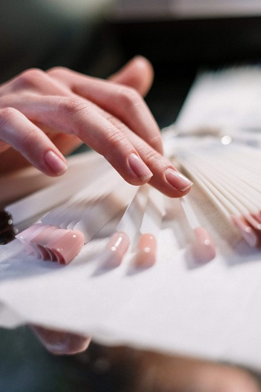 French manicure przy pomocy lakierów termicznych
