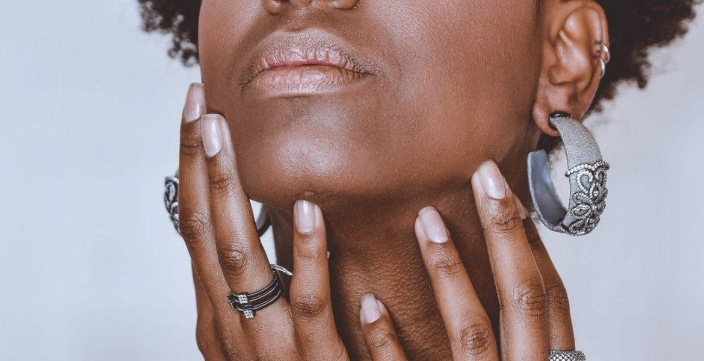 Naturalne peelingi do ciała – niezbędnik w trosce o gładką skórę latem:
