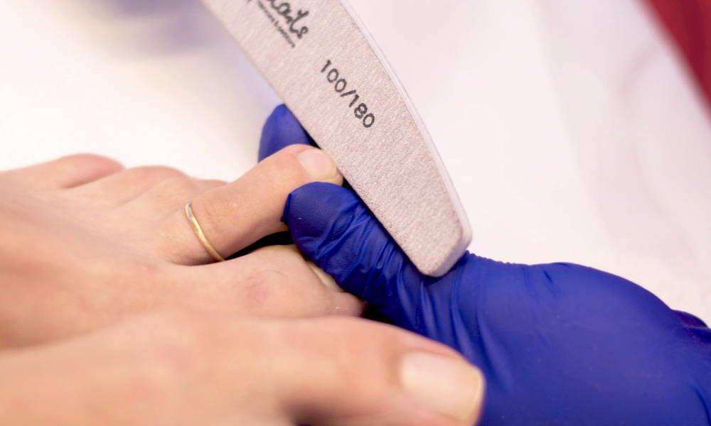Na czym polega męski manicure?
