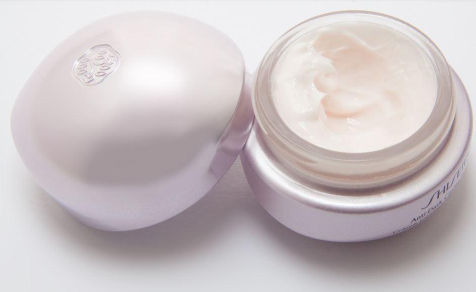 Dlaczego warto kupować kosmetyki w drogerii internetowej?